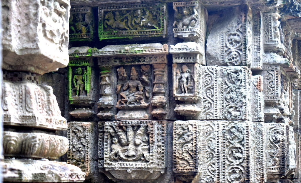 Walls-of-Gangeswari-Temple-adorned-with-beautiful-carvings-at-Bayalish-Baati-village-Prachi-Valley